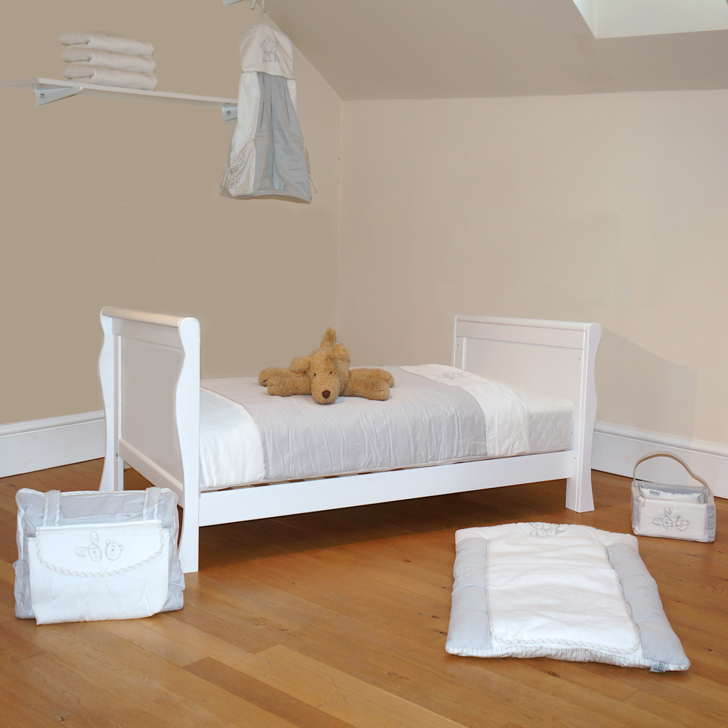 4baby 3 In 1 Sleigh Cot Bed With Deluxe Foam Mattress White Buy At Online4baby