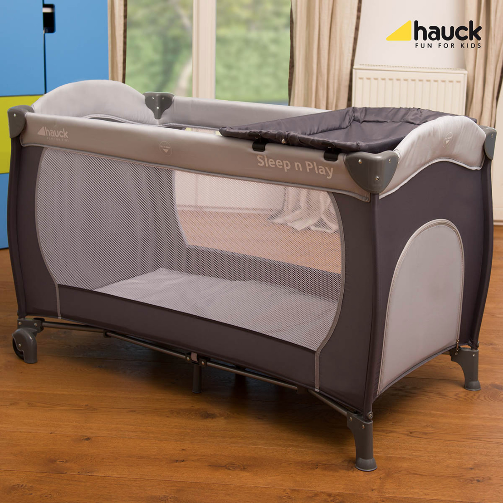 Hauck Sleep N Play Center Bassinette Travel Cot Playpen
