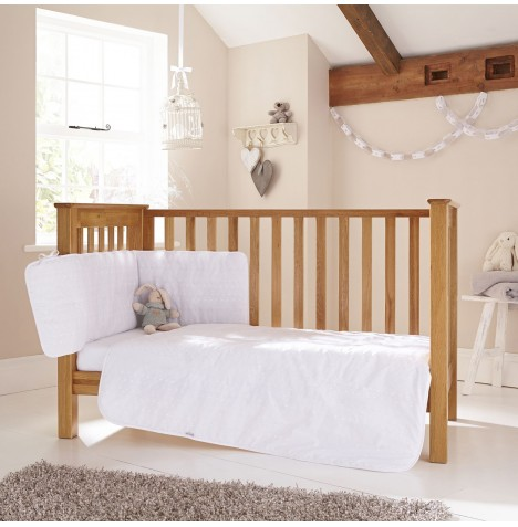 Clair De Lune Broderie Anglaise 3 Piece Cot / Cot Bed Bedding Bale - White