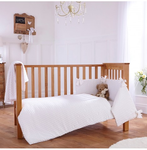 Clair De Lune Dimple 3 Piece Cot / Cot Bed Bedding Bale - White